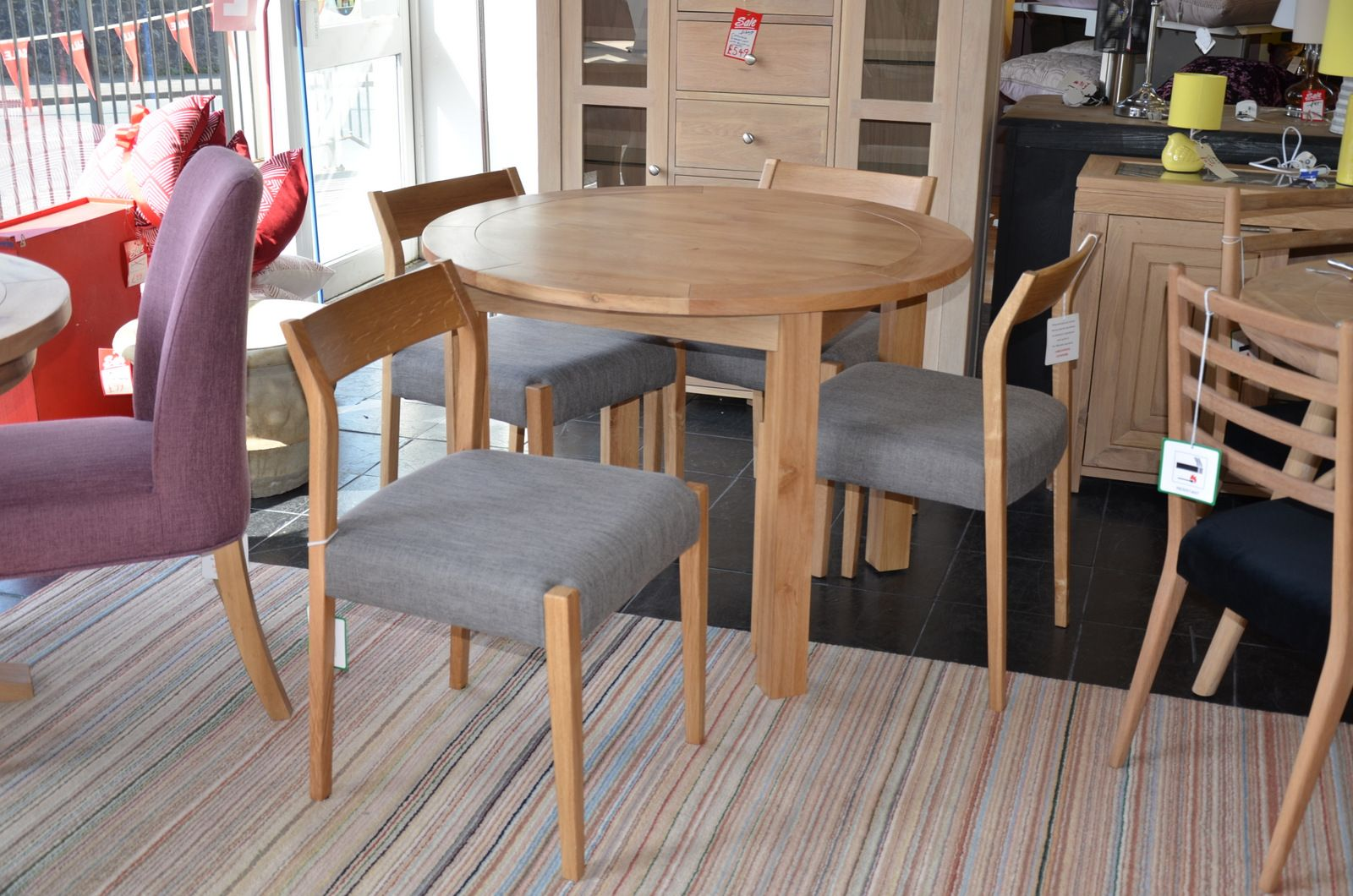 Terrific Normandy Round Dining Table And 4 Skandi Chairs Squirreltailoven Fun Painted Chair Ideas Images Squirreltailovenorg