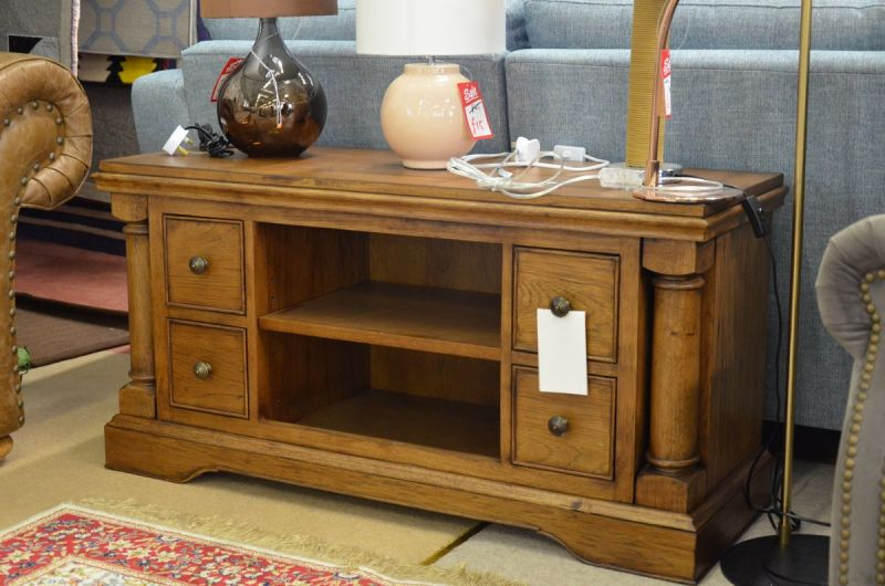 Willis & Gambier TV Unit Clearance