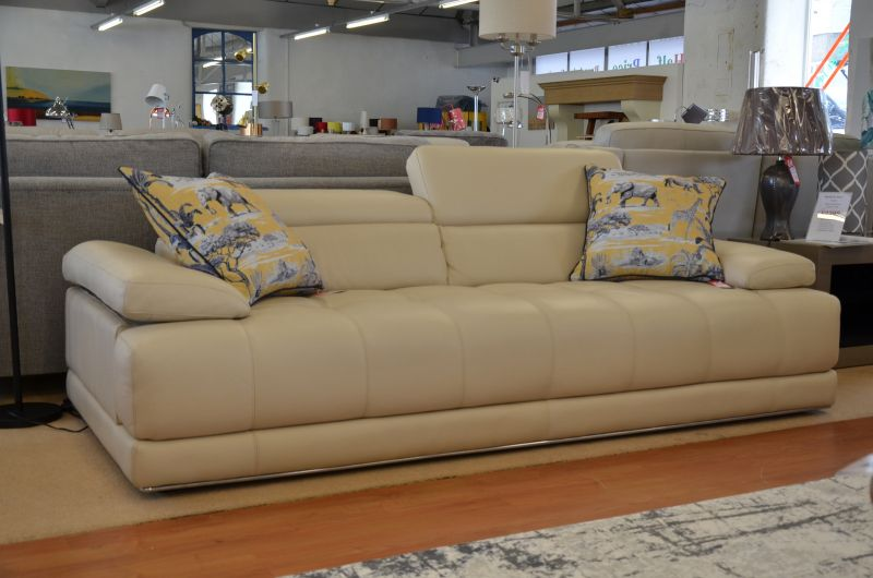 Italian leather sofas in Lancashire with fast delivery UK stock no waiting Italia Living Vivaldi ex display sofas outlet Clitheroe